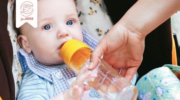 شرب الماء للرضيع