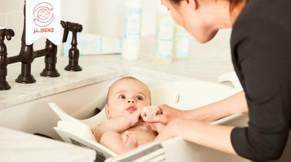 استحمام الطفل الرضيع